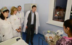 Губернатор Алексей Островский посетил новый перинатальный центр