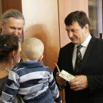 Депутаты облдумы привезли подарки в Смоленский дом для мамы
