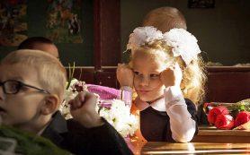 В школах Смоленска проходит зачисление в первые классы
