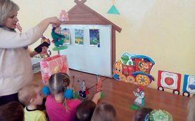 Смоленские заключенные изготовили для детей настольный театр