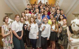 В Смоленске выпускники-отличники получили медали