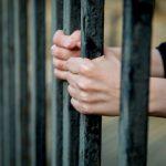 В Смоленской области горе-папаша попал за решетку за невыплаченные алименты