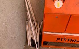 В Смоленске нашли контейнер для ртутных ламп возле детской площадки