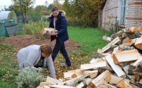 В Смоленской области многодетной семье помогли подготовиться к зиме