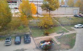 В смоленском райцентре на детской площадке горел мусор