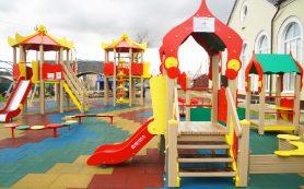 В смоленском райцентре построили детскую игровую площадку за 1,6 млн рублей
