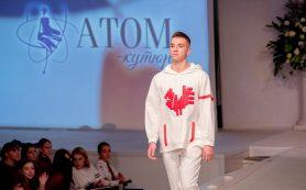 Костюмы по эскизам смоленских школьниц показали в Доме моды Вячеслава Зайцева