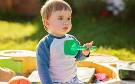 Почему ребенок может есть песок, и как с этим бороться?